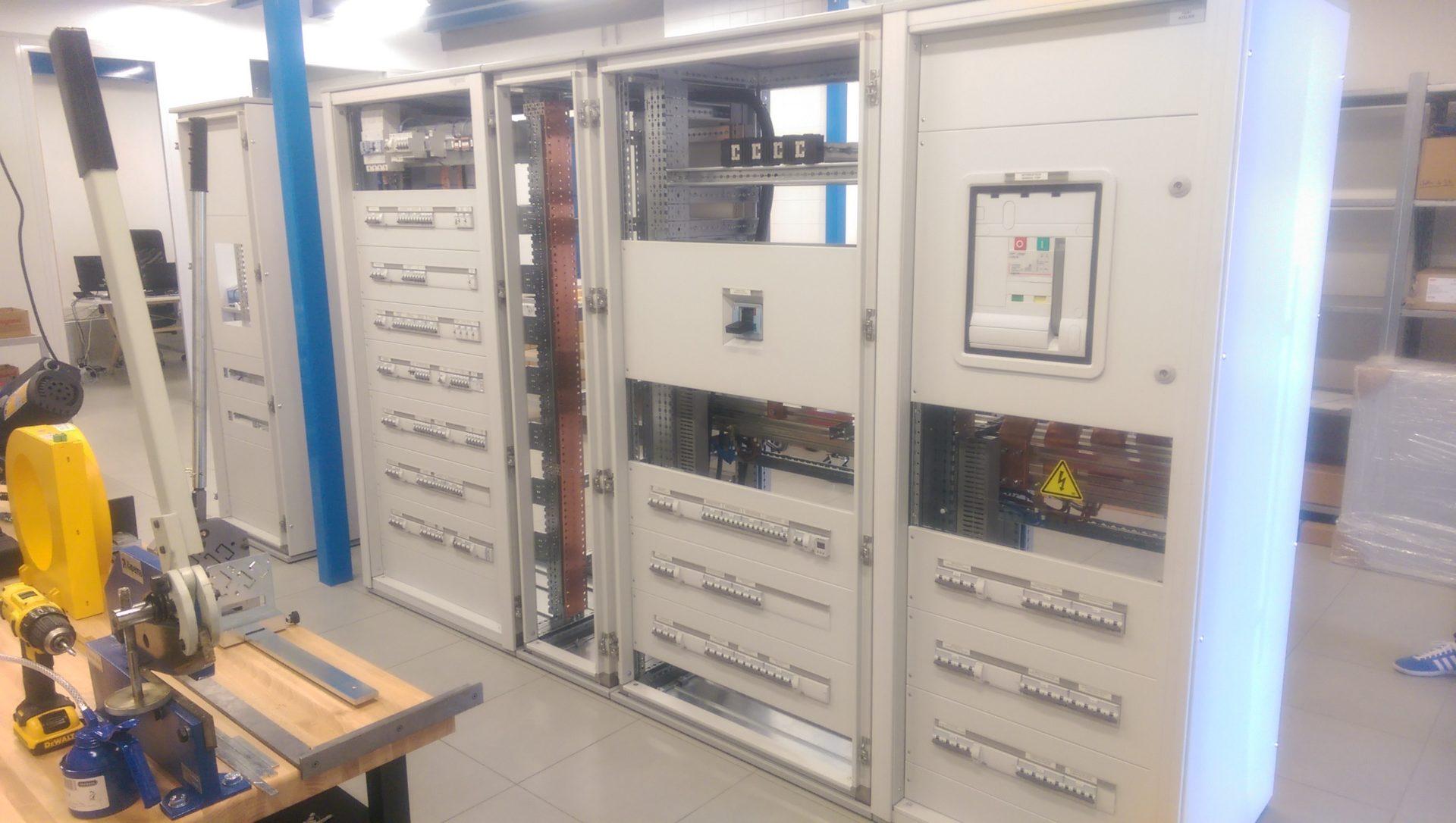 Realisation en atelier armoire 2000A